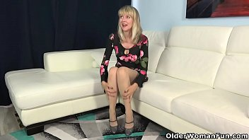 Pantyhosed Milf Jamie Foster In Distinction To Fucking Usa Strips Off Her Dress And Starts Rubbing Her Hungry Pussy. Bonus Video: American Milf Valentine.