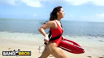 Bangbros - It's Total Chichi A Day's Drudgery For Thicc Latin Lifeguard Valerie Kay