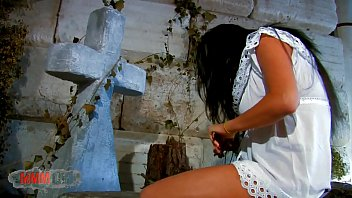 Cementery Anal Fucking Amidst Damaris And Terry Kemaco