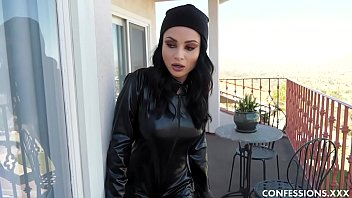 Crystal Rush Is A Busty Burglar Who Gets Entangled And Fucks Her Way Out Fucked Annoy