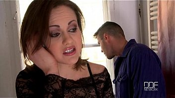 Lonely Babe Sucks Off Her Repairman Via Compensation Fucking Bill