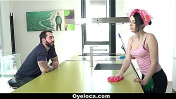Oyeloca - Sexy Cleaner (lizrainbow) Sucks And Fuck For Extra Cash
