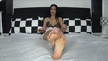 Raven Eve Teasing Her Roomie Preview